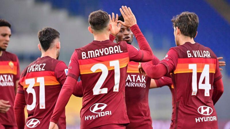 Europa League, Roma: cori e striscioni a Trigoria prima della partenza