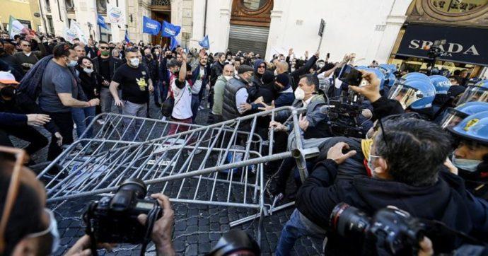 Roma, scontri tra ristoratori e polizia alla manifestazione in piazza Montecitorio