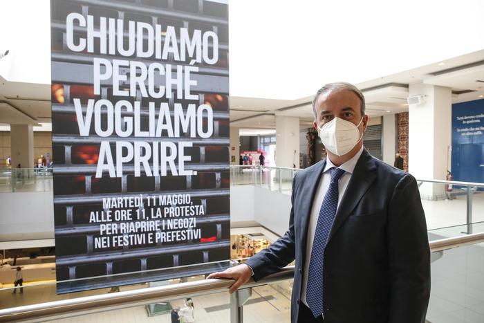 Covid: protestano  centri commerciali, serrata 30mila negozi