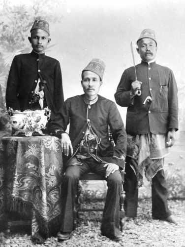 Sultan Muhammad Daud Syah Bersama Pengawalnya