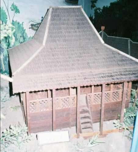 Rumah Joglo Gudang Berbentuk Panggung