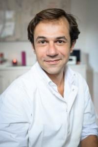 Romain DAGONET, praticien en Réflexologie, vous accueille dans son cabinet au 136 rue Perronet à Neuilly-sur-Seine