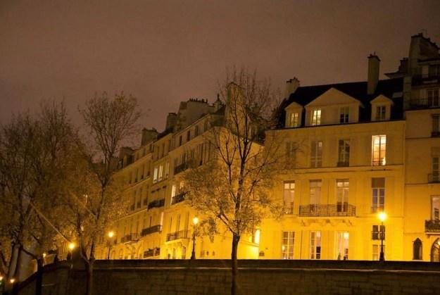 Ile Saint Louis Paris croisère bateau mouche sur la Seine Paris by night