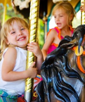 Manège enfant chevaux de bois Foire du Trône ©-Mat-Hayward