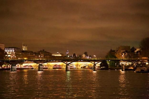 Ponts de Paris croisière bateaux mouches sur la Seine