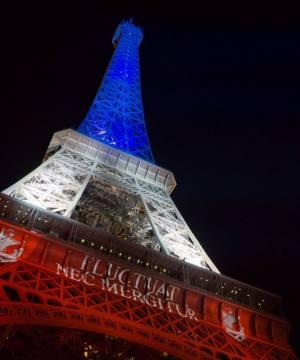 Illuminations de la Tour-Eiffel aux couleurs du drapeau de la France - Hommage victimes attentats du 13 novembre 2015 à Paris - Photo Photo © SETE - E.Livinec
