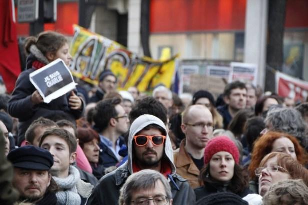 Manifestation Paris 11 janvier 2015 - République - Nation à la mémoire des victimes. Nous sommes tous Charlie. Photo : Mitra Etemad - romainparis.fr. Tous droits réservés.