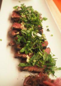 Planche de fines lamelles boeuf charolais, aux aromatiques d'Asie ©Romainparis.fr