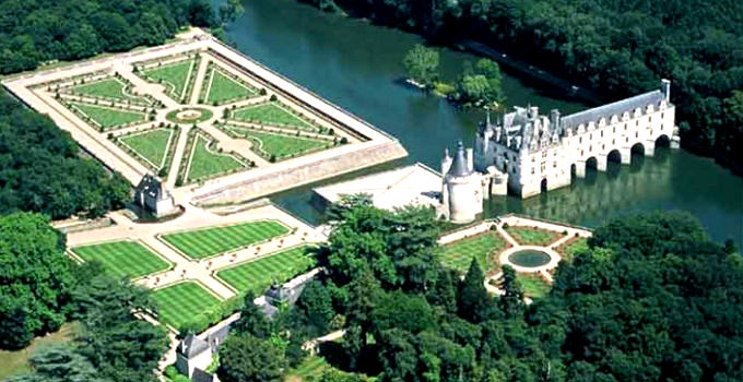 Loire Valley Châteaux from Paris
