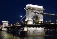 CHAIN BRIDGE Roamntic place Budapest