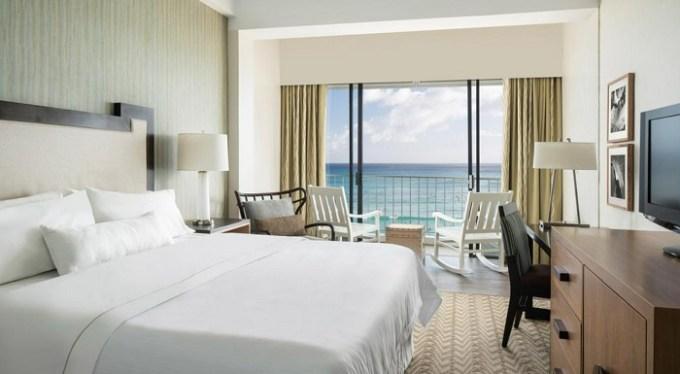 Romantic oceanview room in Moana Surfrider, A Westin Resort & Spa on Oahu, Honolulu