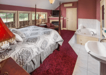 Fireplace Jacuzzi Suite in Stonehurst Manor, North Conway, NH