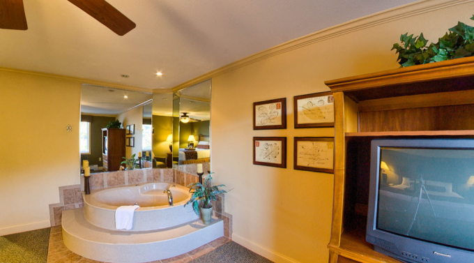Suite with a a Whirlpool tub in InnSeason Resorts Pollard Brook, Lincoln, NH