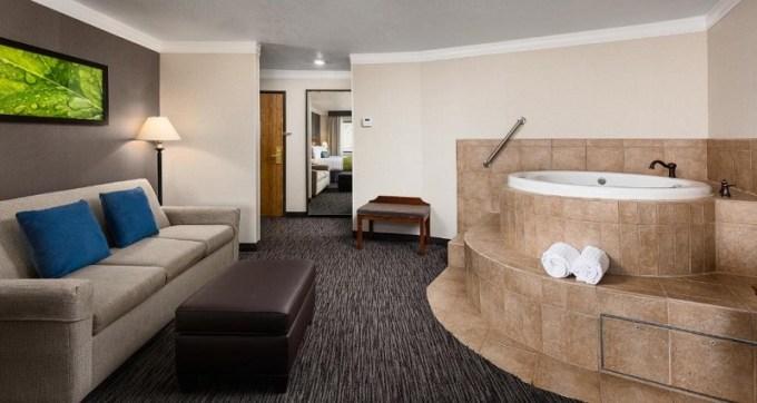 Jacuzzi Suite in Best Western Landmark Inn Park City, Utah