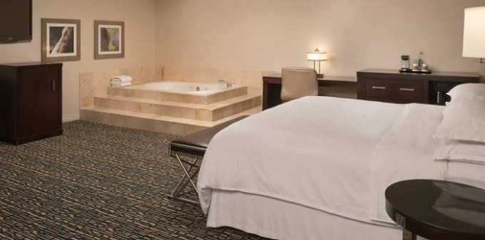 Jacuzzi suite in Sheraton Salt Lake City Hotel, Utah