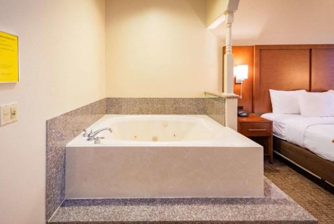 Jacuzzi room in Comfort Suites near Texas Medical Center - NRG Stadium, Houston