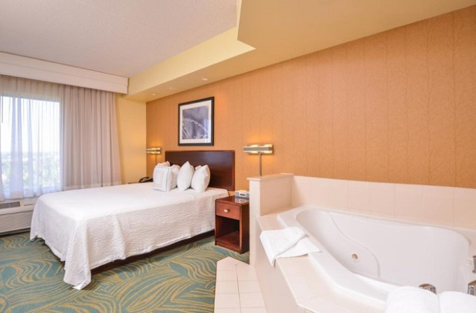 King Suite with in-room Whirlpool in SpringHill Suites Arundel Mills BWI Airport