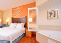 Room with Jacuzzi in Fairfield Inn & Suites White Marsh, Baltimore, MD