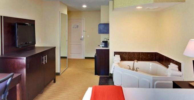 King Room with Whirlpool in Holiday Inn Express Hotel & Suites Hamburg near Buffalo, NY