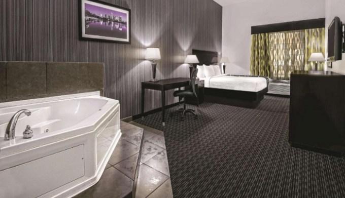 Room with a whirlpool tub in La Quinta by Wyndham Austin - Cedar Park, TX