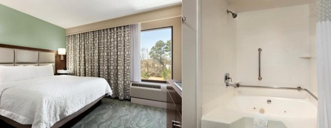 Suite with Whirlpool in the room in Hampton Inn Richmond-Ashland