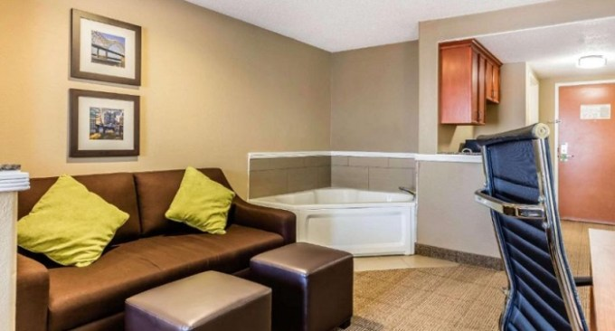 Suite with a hot tub in the room in Comfort Inn & Suites Airport-American Way Memphis, TN