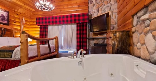 A Jacuzzi suite in Best Western Merry Manor Inn, South Portland, Maine
