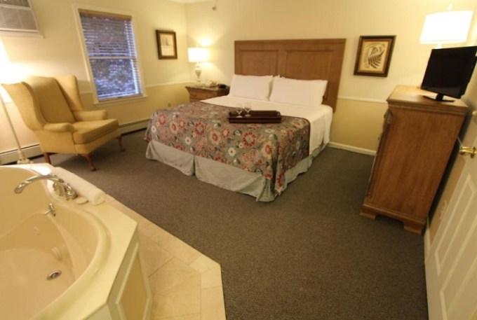 Jacuzzi suite in InnSeason Resorts The Falls at Ogunquit, Maine