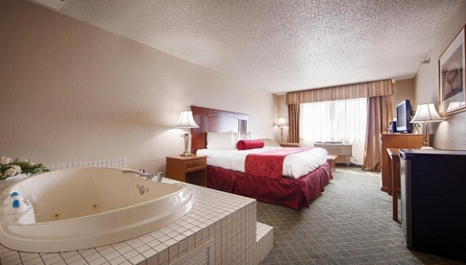 Jacuzzi suite in Shakopee Inn - Shakopee-Minneapolis, MN