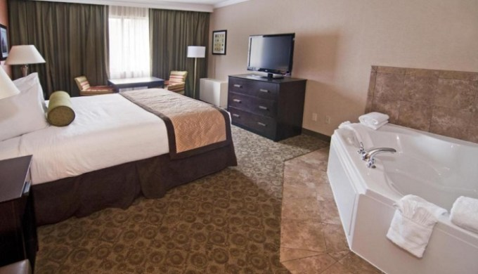 Whirlpool suite in Best Western Premier Nicollet Inn, Burnsville, Minnesota