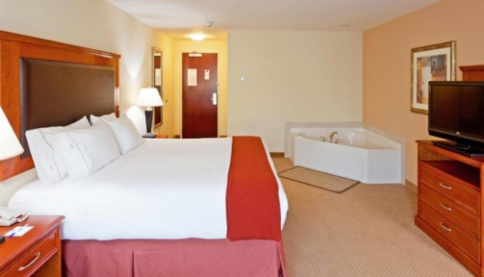 Jacuzzi suite in Holiday Inn Express & Suites Albany Airport Area - Latham, NY
