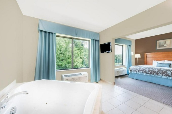 Suite with a hot tub in the room in Wingate by Wyndham Lancaster-PA Dutch Country Hotel