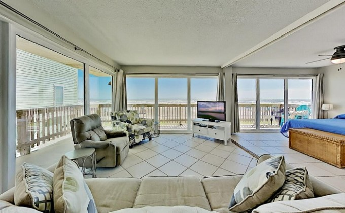 Beachfront condo in Gulfstream Condominiums, Corpus Christi, Texas