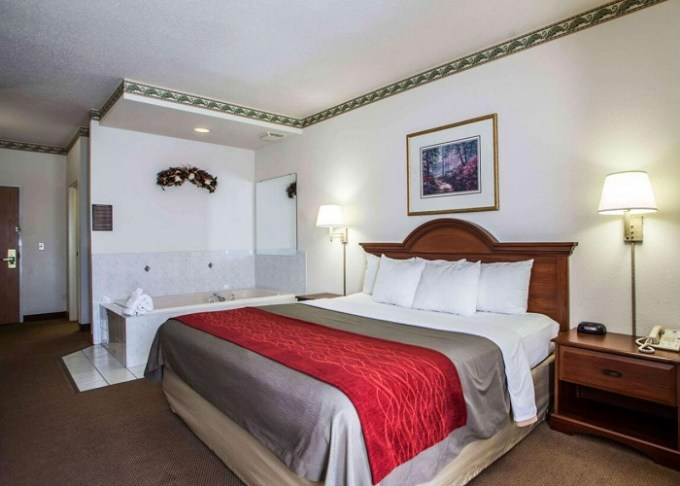 Room with a Whirlpool in Comfort Inn & Suites Geneva- West Chicago, IL