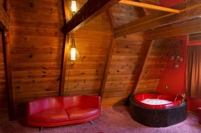Suite with a romantic Whirlpool in Hicksville Pines Bud & Breakfast, Idyllwild, near Palm Springs, CA
