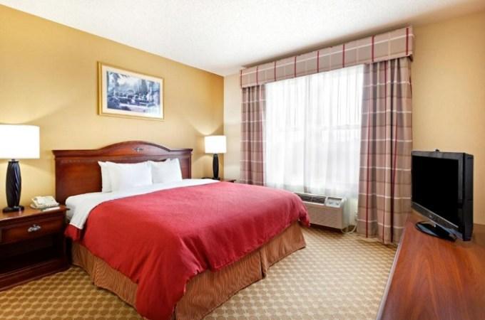 Whirlpool suite in Country Inn & Suites by Radisson, Harrisburg Northeast (Hershey), PA