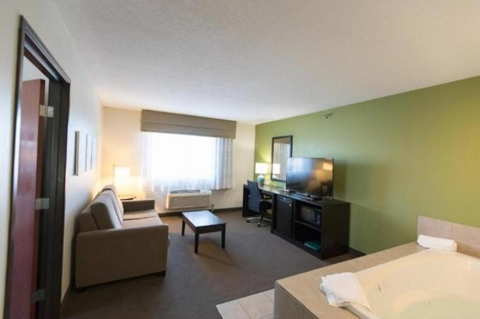 Whirlpool suite in Sleep Inn & Suites Pleasant Hill - Des Moines, AI