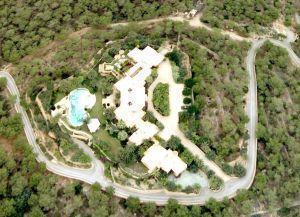 Ibiza: Autorităţile dărâmă casa lui Michael Creţu