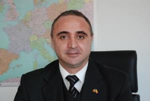 Consulatele primesc din nou cereri pentru paşapoarte