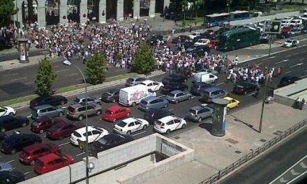 Functionarii spanioli ies in strada