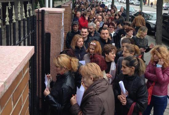 Romanii din Spania au stat toata ziua la coada ca sa-si voteze Presedintele