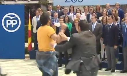 """Românul care a strigat în fața lui Rajoy: """"Sunteți Mafia!"""""""