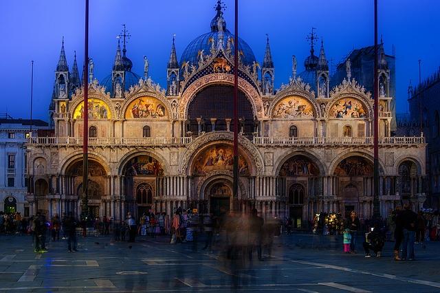 Basílica São Marco de noite
