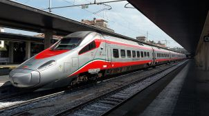 Trenitalia's Frecciarossa (Red Arrow) train have power outlets at each seat and free wifi. (Credit: Tobias B Köhler via Wikimedia Commons)