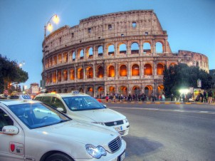 colosseum-taxis-rome