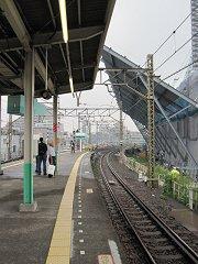 東京スカイツリーは業平橋駅ホームのすぐ隣