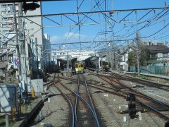 小平駅拝島線ホームへ