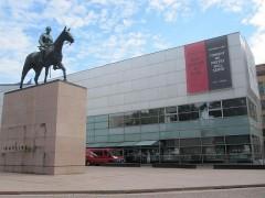 目の前がヘルシンキ現代美術館 (キアズマ)