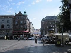 浅野ストロイエ通りはさすがに人通りが少ない