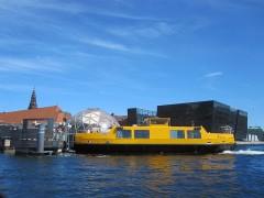 水上バス(デザインは路線バスと同じ)